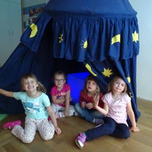 Spielen im Märchenzimmer